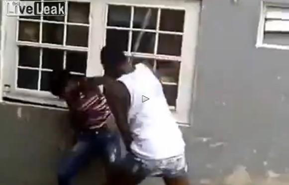 Sud Africa: giornalista rapinato in diretta Tv – VIDEO