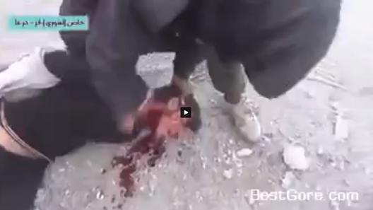 Barbarie islamica, decapitano tre 'infedeli' e li lasciano con testa 'mezza attaccata' – VIDEO SHOCK