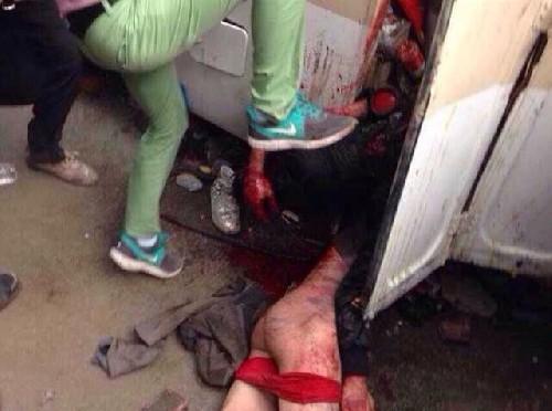 Cina: folla massacra due guardie in disordini – VIDEO SHOCK