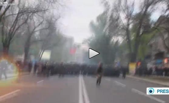 Donetsk: duri scontri, esplosioni e feriti – VIDEO