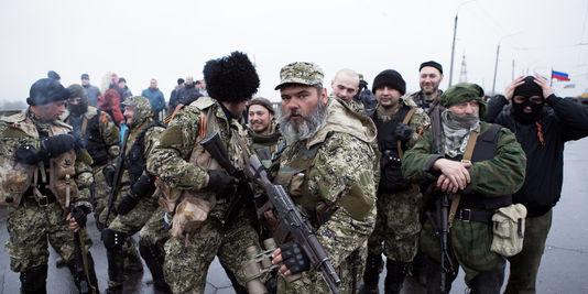 Escalation: truppe russe in stato di massimo allarme, si ammassano a confine – VIDEO