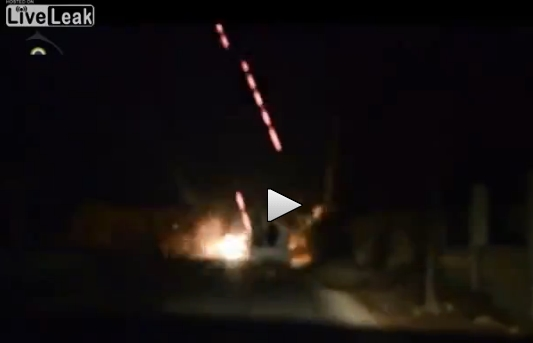 L'istante nel quale il convoglio islamico è colpito dai jet di Assad – VIDEO