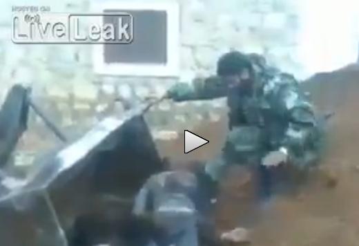 Esercito siriano uccide decine di jihadisti, cadaveri raccattati da bulldozer – VIDEO