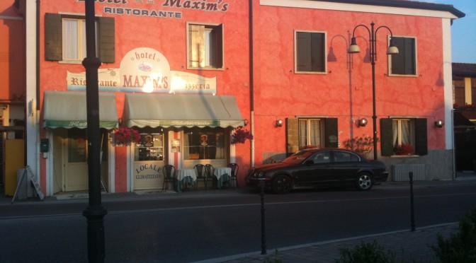 Alfano porta clandestini in albergo di lusso, a spese degli italiani