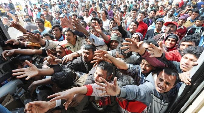 """Comune invaso da migliaia di bengalesi: cittadini in rivolta chiedono un """"embargo"""""""