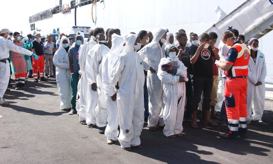 NAVE NORVEGESE SCARICA 653 AFRICANI INFETTI A BRINDISI
