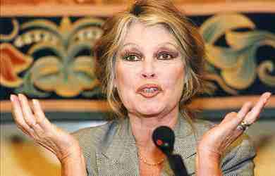 """Brigitte Bardot si schiera: """"Non voglio una Francia Islamica"""""""