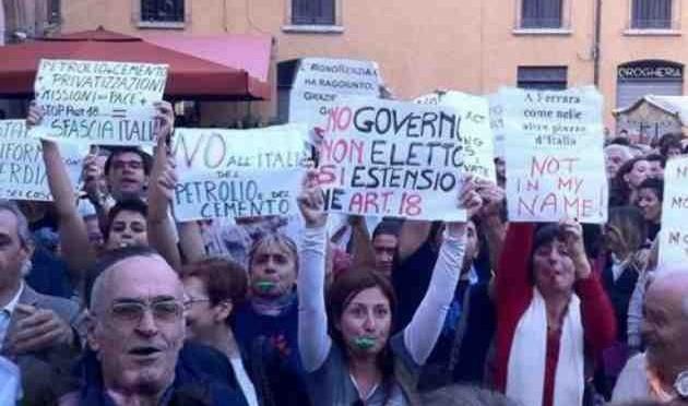 Roma: Renzi fa caricare gli operai, feriti