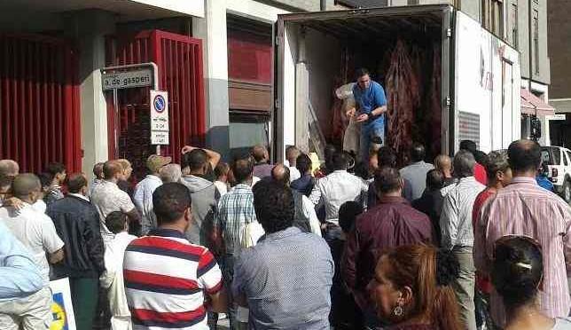 Islam, Migrante sgozza montoni in casa in onore Allah