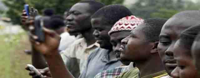 'Profughi' protestano: vogliono Wi-Fi per i loro smartphone
