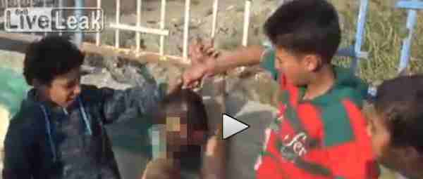 Siria: bambini islamici decapitano 'infedele' – VIDEO CHOC