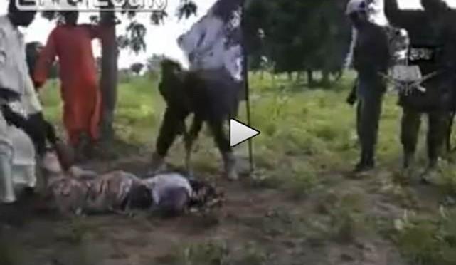 Quando l'Islam incontra l'Africa: uomo 'giustiziato' a colpi d'ascia – VIDEO CHOC