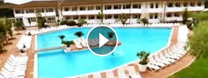 Lido di Venezia, governo invia clandestini in residenze di lusso con piscina – VIDEO – FOTO