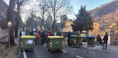 Profughi bloccano strade, a malati impedito raggiungere ospedale