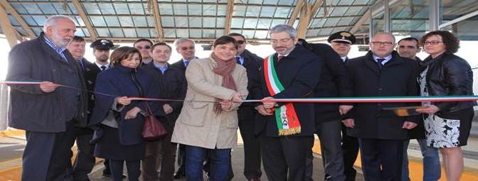 Serracchiani finanzia corsi falegname per immigrati: sostituiranno lavoratori italiani