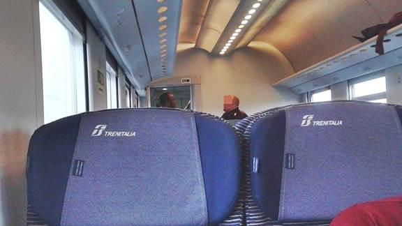 Tedeschi lo rimandano in Italia: lui vuole viaggiare gratis sui treni – FOTO