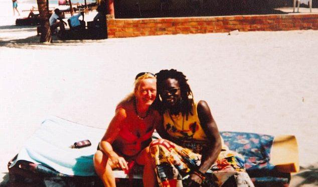 Donne disperate: sposa africano, appena ha il visto la lascia senza soldi