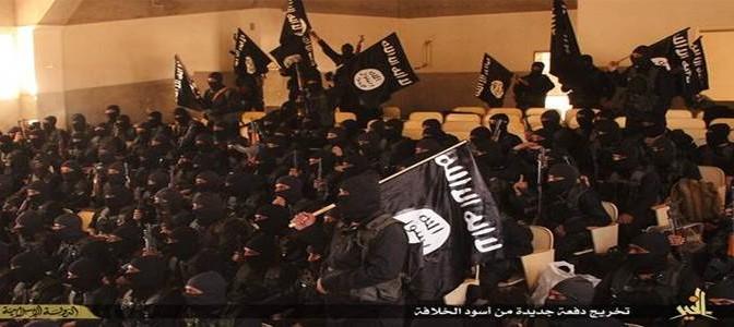 """Rumsfeld il duro: """"Folle pensare di esportare democrazia agli arabi"""""""