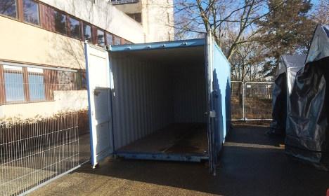 Giovani in 'appartamenti' container: perché le case vanno agli immigrati