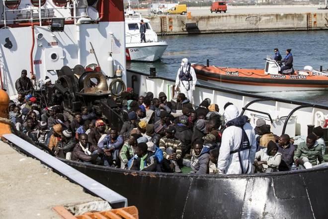 """GB: """"Marina Italiana al servizio degli scafisti"""""""