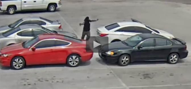 Guerra tra gang afro: agguato in parcheggio – VIDEO