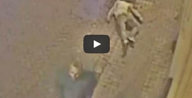 Brutale aggressione: colpito a tradimento da africano, cranio fratturato – VIDEO CHOC