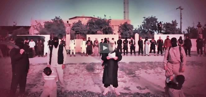 ISIS decapita prigionieri accusati omicidio terroristi