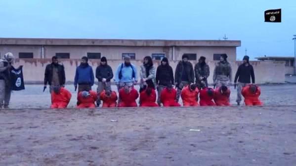 ISIS avanza su mega-raffineria, miliziani turchi sgozzano soldati – VIDEO