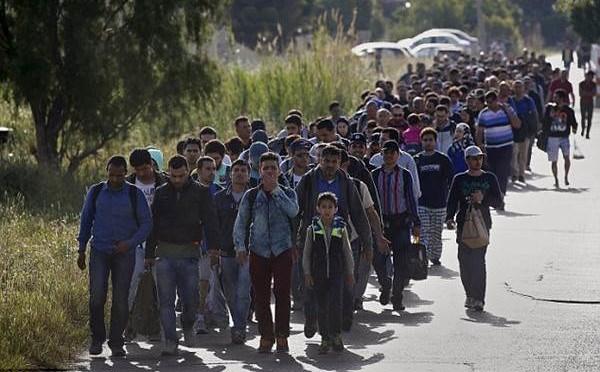 Grecia presa d'assalto da clandestini: 1.200 occupano piccola isola – FOTO