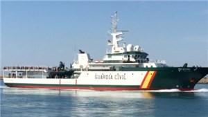Nave spagnola (foto) scarica 448 clandestini con Scabbia a Cagliari!