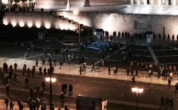 Atene sull'orlo della guerra civile: folla assalta piazza Parlamento