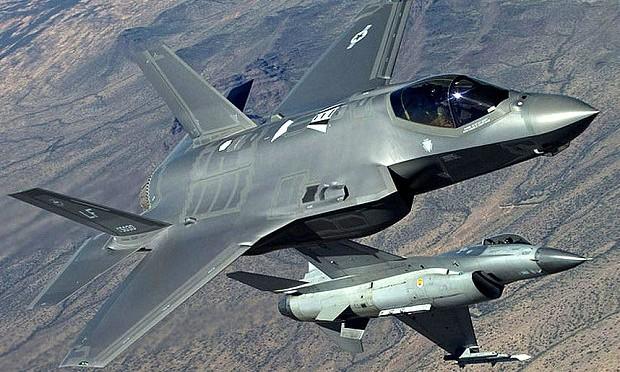 Nuovi guai per l'F-35: sconfitto in test da vecchio F-16