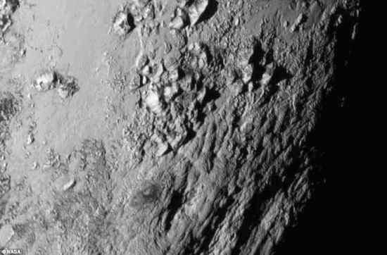 Montagne di ghiaccio su Plutone – FOTO – VIDEO