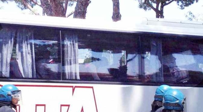 """Profughi Casale San Nicola protestano: """"Ci sono pochi Tablet e sigarette"""""""