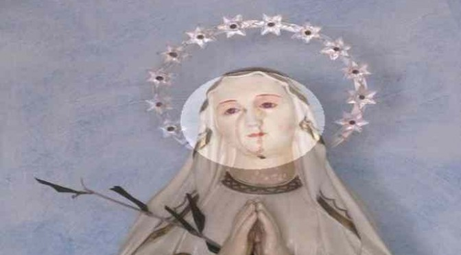 Effetto Bergoglio: piange anche la Madonnina