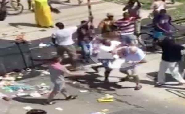 Africani bloccano tram, incendiano cassonetti e picchiano passanti – VIDEO CHOC