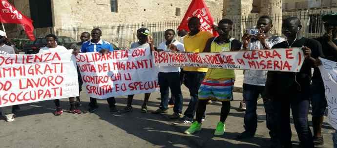 protesta-migranti-taranto-1