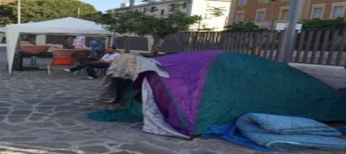 Borghezio tra i profughi italiani accampati