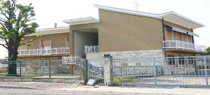 Farsa: Coop incassa 60mila euro per ospitare 12 nigeriani in villone – FOTO