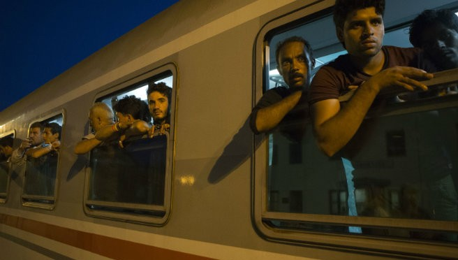 *Ungheria blocca treno croato carico di clandestini: soldati disarmano agenti croati*