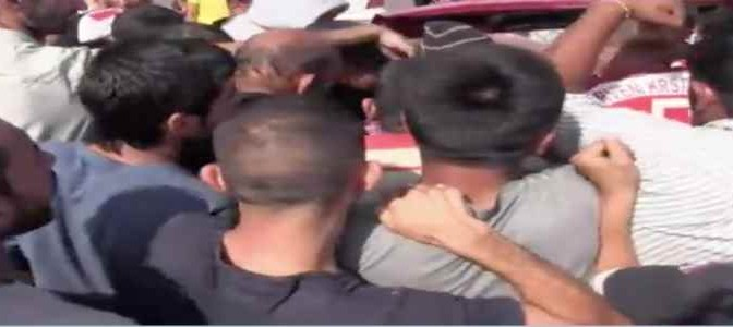Profughi islamici assaltano auto Croce Rossa – VIDEO