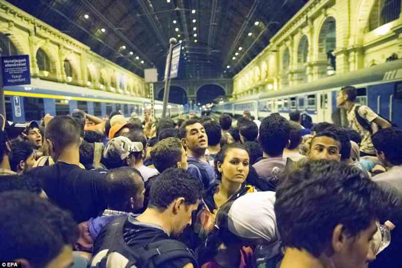 budapest2BDD9CE700000578-3217584-The_Hungarian_city_s_main_international_station_was_evacuated_af-a-47_1441106121166
