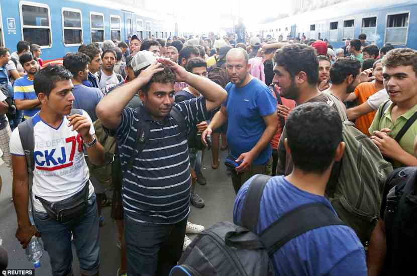 budapest2BDDDEBC00000578-3217584-A_migrant_holds_his_head_in_his_hands_as_the_train_station_in_Bu-a-64_1441106121814