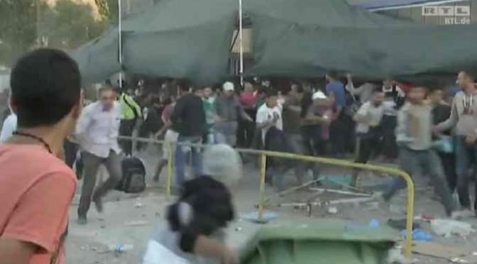 Esercito islamico alle porte: 20mila assediano frontiere greche, scontri