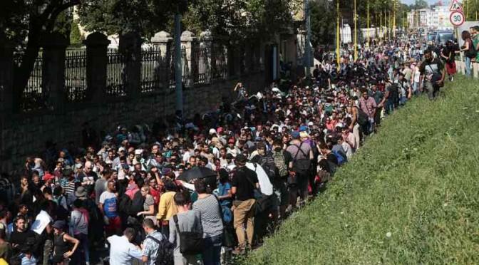 """Islamici respinti da Ungheria verso Croazia: """"Li faremo passare"""""""