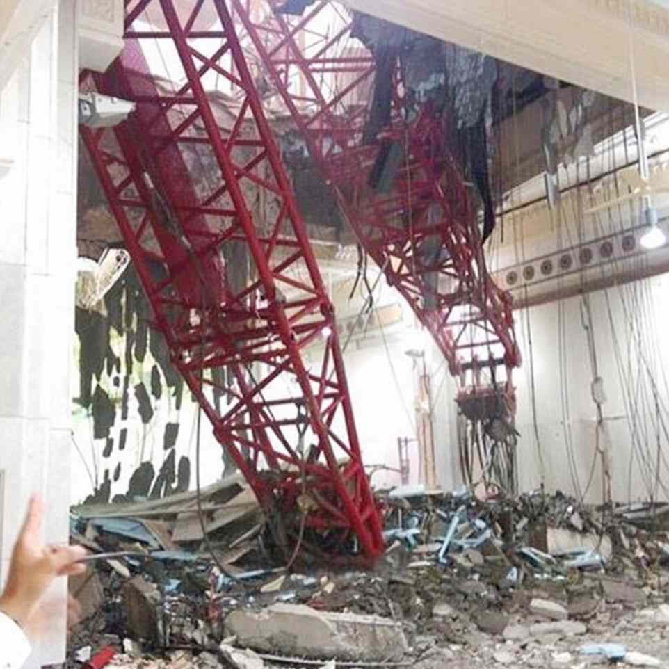 mecca2C31949F00000578-3231117-At_least_62_people_were_killed_and_30_injured_when_a_crane_crash-a-37_1441993106102