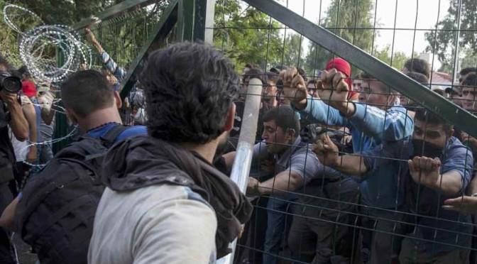 E' guerra 'umanitaria': Ungheria richiama riservisti, completa seconda barriera