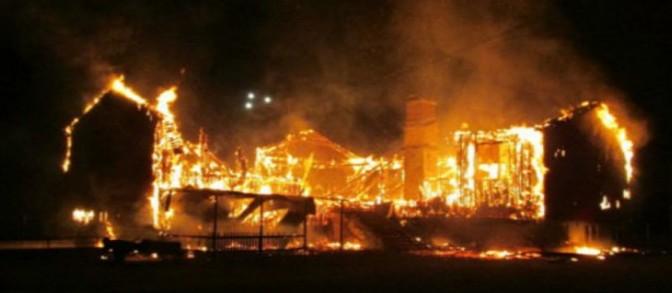 Guerra: incendio devasta hotel per profughi – VIDEO