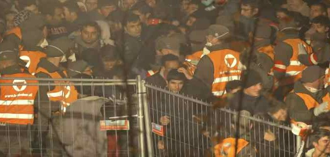 """Austria sigilla confine: """"Setacceremo tutti i treni italiani"""""""