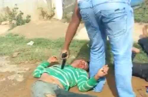 Ragazzini giustiziati sul posto a sangue freddo – VIDEO